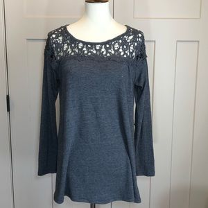 Umgee long sleeved lace shoulder blouses small